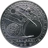 Pamätná strieborná minca, 200Kč 50. výročie vypustenia prvej umelej družice Zeme stand